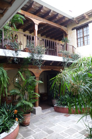 Hotel Meson de Maria : One of the patios