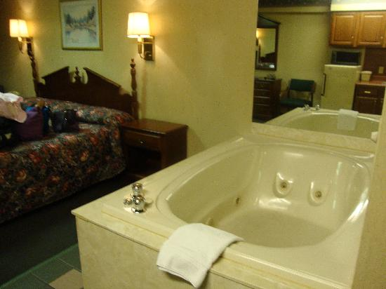 Riverside Towers: Jacuzzi Tub