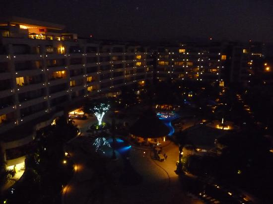 Marival Residences Luxury Resort Nuevo Vallarta: Hotel at night