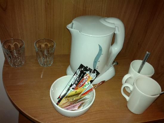 Premier Inn Cardiff City Centre Hotel: coffee/tea facilities