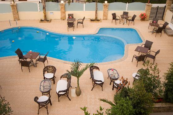 Theoxenia Hotel Apartments: Pool Area