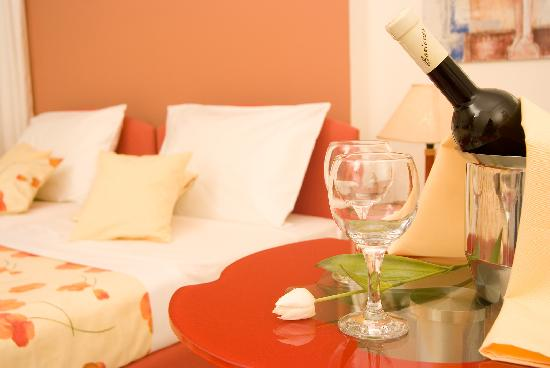 Theoxenia Hotel Apartments: Bedrooms