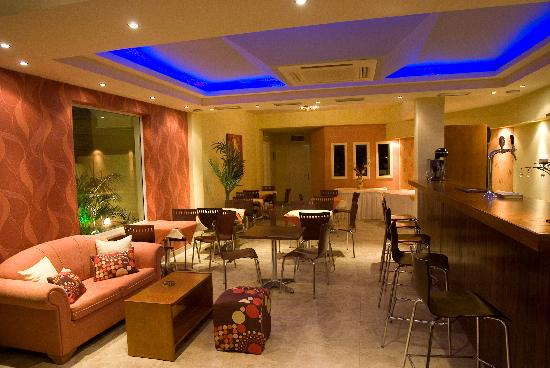 Theoxenia Hotel Apartments: Main Lounge