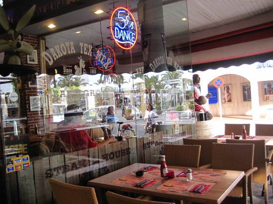 Dakota Tex Mex (Puerto de Alcudia): Outside looking in