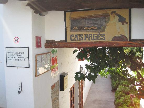 Restaurante Cas Pages: Entrance to restaurant