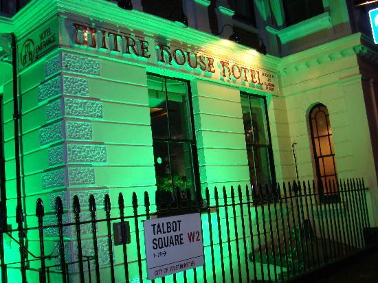 Mitre House Hotel: it is look like a ghost house, is not it ?