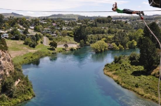 Taupo Bungy: JUMP!