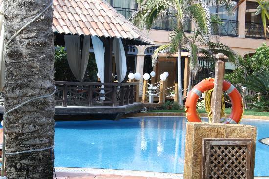 Gran Hotel Atlantis Bahia Real: Las Piscinas