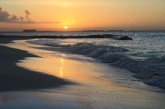 Playa Norte: Sunset Happy Hour