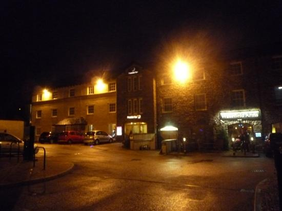 Premier Inn Kendal Central Hotel: Frontage at night