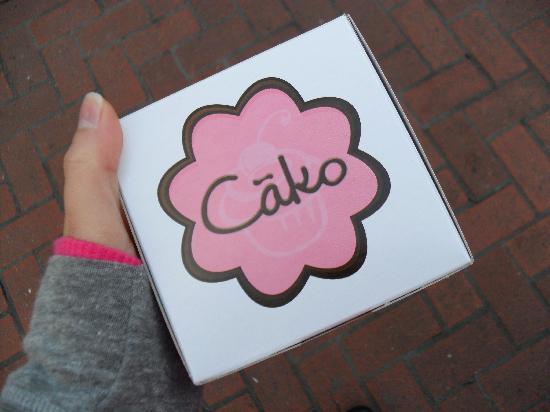 Cako Cupcakes : The cute Cako box!