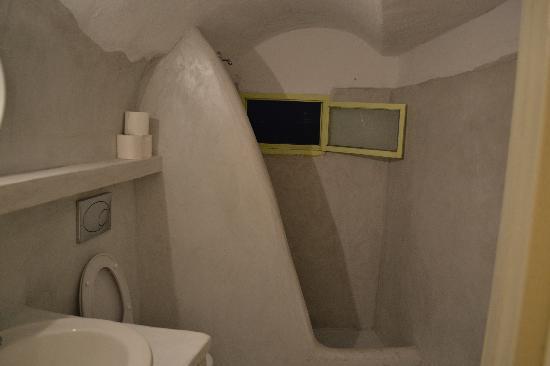 Old Oia Houses: Bathroom