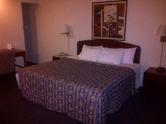 Sonora Inn: big comfortable bed