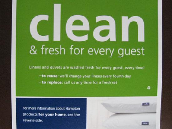 Hampton Inn & Suites Carlsbad: Very nice touch -- a clean duvet!