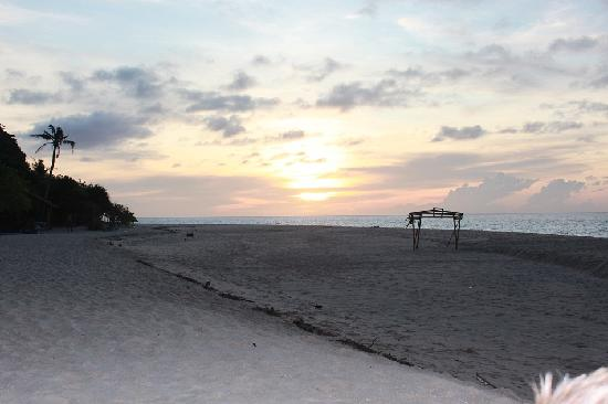 Argonauta Boracay: Quiet back beach 5 mins drive