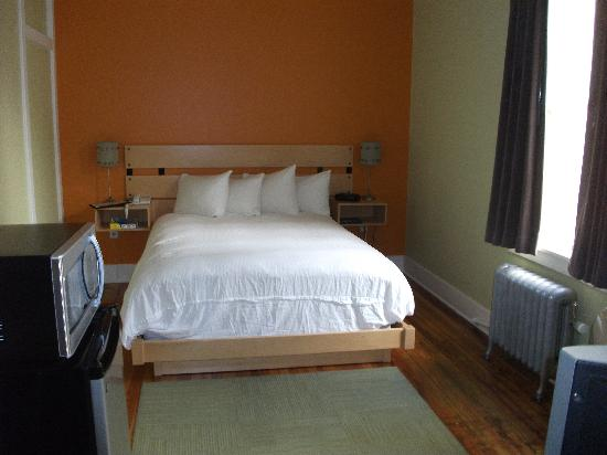 The Armstrong Hotel : Our modern room on the 2nd floor