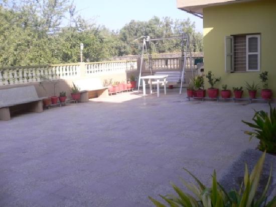 Rukmavati Guest House: Terasse 1. Etage