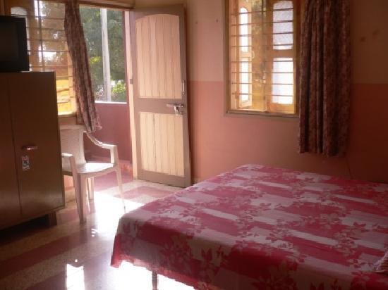 Rukmavati Guest House: ZImmer