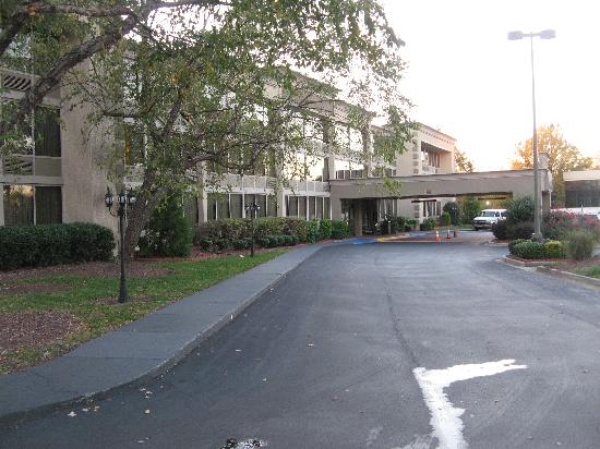Best Western Plus Sterling Hotel & Suites : the front of the hotel