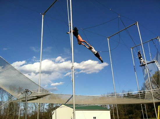 Upper Black Eddy, Pensilvania: Kory Aversa Flying Trapeze Fly City Fly School Philadelphia School Circus Arts PIFA