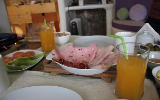 Quinua Villa Boutique: breakfast delivered every morning to your room