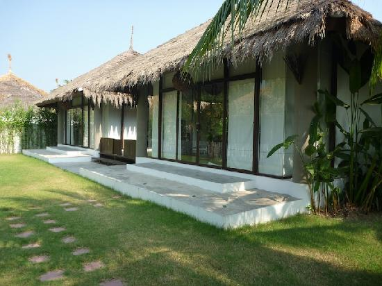 Dhevan Dara Resort & Spa Hotel: Ourside area