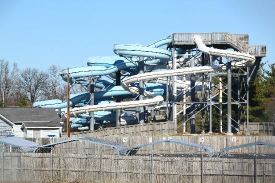 Atlantis Waterpark: Slide Structure with 4 slides