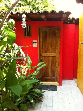 Casa Candiles Inn: Artistic poolside comfort
