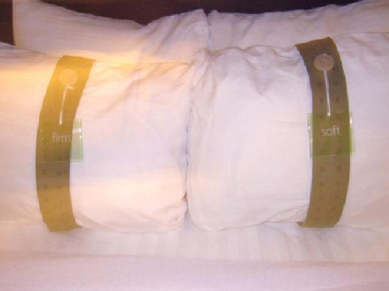 Holiday Inn Amarillo West Medical Center : the pillow selection