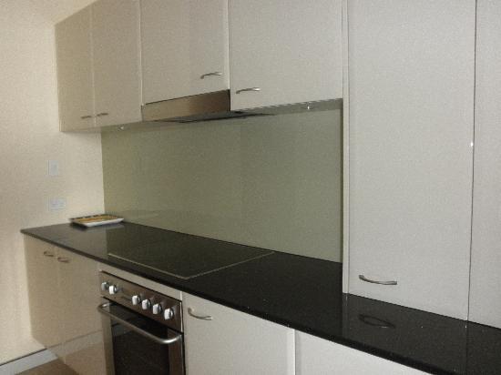 Sandcastle Apartments Port Macquarie : Modern kitchen