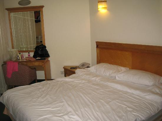 Hotel Bencoolen - Bencoolen Street: bed