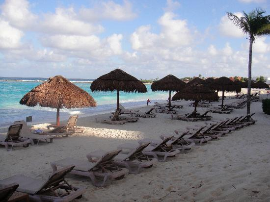 The Westin Resort & Spa, Cancun: Relax at the beach