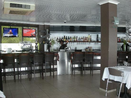 Chill Restaurant: Bar at Chill & Gladys