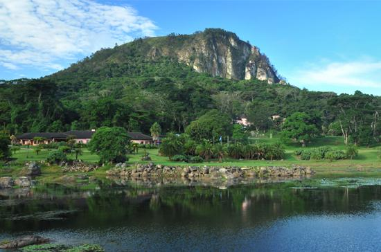 Leopard Rock Hotel: Majestic view of Chinyawaremba Hill!