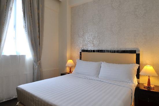 Hotel 34: Deluxe Room