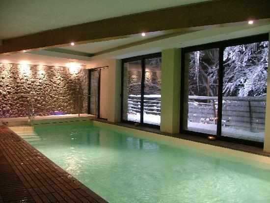 Centro benessere con piscina idro sauna bagno turco e docce sensoriali picture of hotel la - Palestra con piscina ...