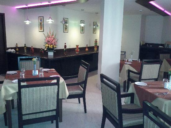 Classic Diplomat - New Delhi & ZO Rooms: Restaurant