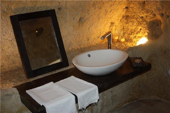 โรงแรม เซกตานติโอ เล กรอตเต เดลลา ซิวิตา: Bathroom