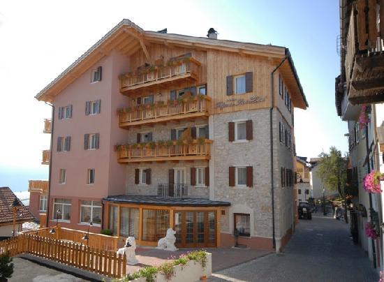 Folgaria Post Hotel: Hotel 4 stelle in centro a Folgaria in Trentino