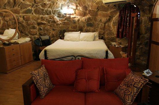 Deir El Harf, Libanon: Cave's bedroom