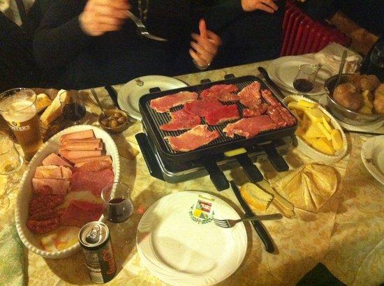 Torgnon, Italy: Raclette per 4 persone