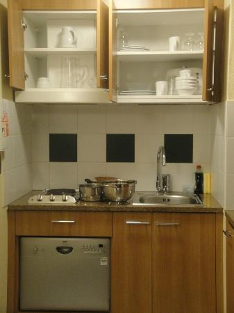 Citadines Barbican London: Kitchen Space in the room