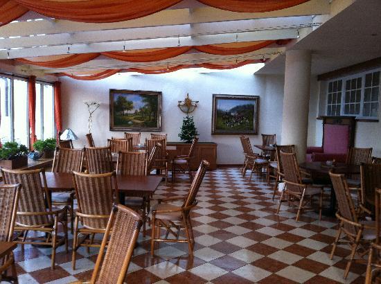 Taushof Hotel: sala bar con servizio all-inclusive