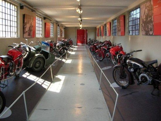 Mandello del Lario, Italia: Sala esposizione