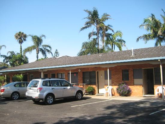 Byron Motor Lodge Motel: Auto vor der Tür