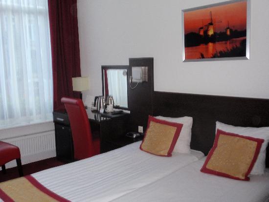 Hotel Allure: 104