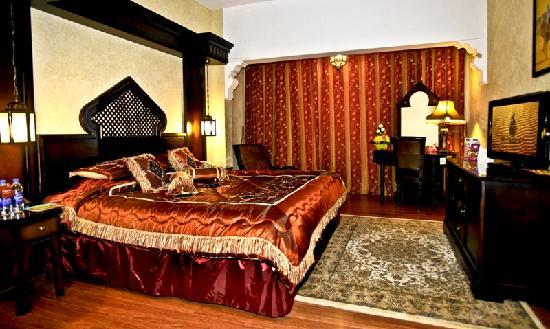 Arabian Courtyard Hotel & Spa: Grand Suite Bedroom