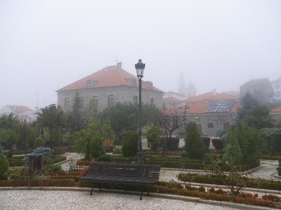 Quinta Do Adamastor: vista da casa tirada do jardim
