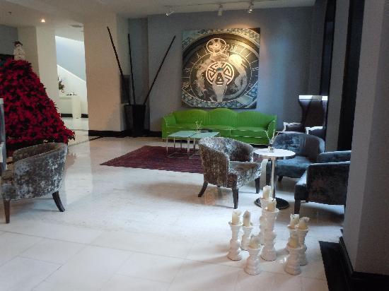 Geruisi Art Hotel: Salón