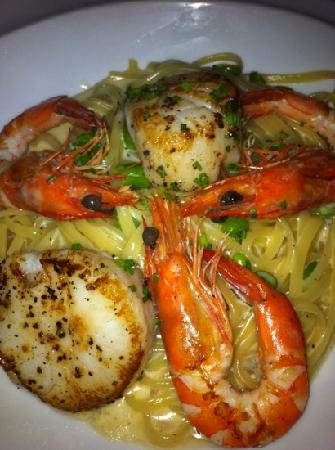 1-TwentySix: Prawn and scallop linguine